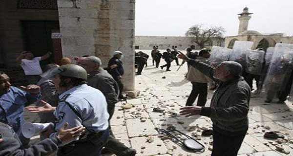 محاولة اقتحام باحات المسجد الأقصى من قبل متطرفين إسرائيليين